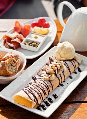 image of dessert crepes